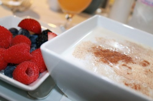 Cream of wheat with cinnamon and berries from Four Season's