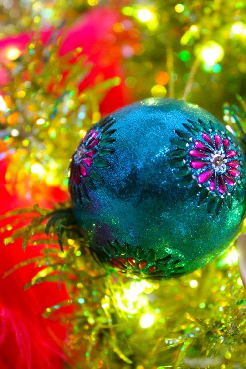 Happy-objects-like-Christmas-ornaments