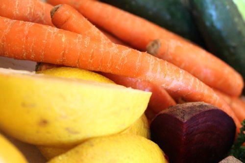 Lauryn Evarts, fitness blogger on easy, yummy juice detox