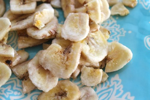 DIY-banana-chip-recipe-with-ripe-bananas