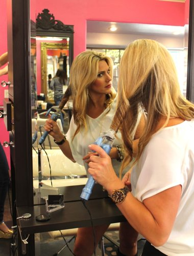 Hannah Andrusky talks how to have healthy hair with health and fitness blogger, Lauryn Evarts
