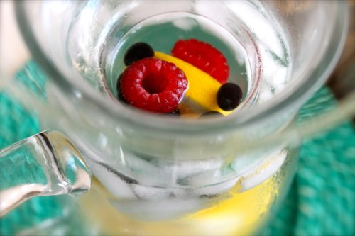 Mini-DeLites-with-a-fruit-pitcher-infuser