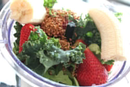 Energy-boosting-smoothie-with-banana-strawberries-and-kale