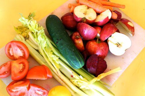Juice-Detox-Challenge-with-lots-of-veggies