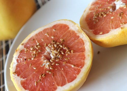 Foods-that-shrink-your-belly-like-grapefruit-with-flaxseeds