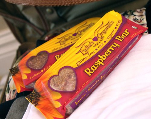 How-to-eat-healthy-when-youre-traveling-with-Lydias-Organic-bars