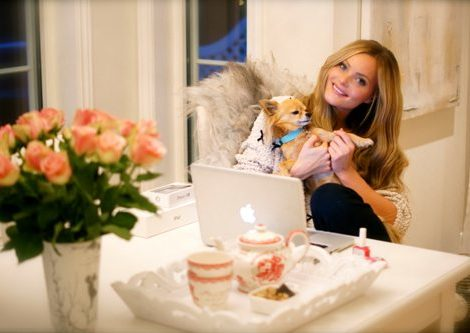 Lauryn Evarts, talks with Norway's top fitness blogger, Caroline Berg Eriksen, wife of Lars-Kristian.