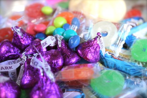 Lauryn Evarts, fitness blogger, talks how to pick healthier, low sugar Halloween candy.