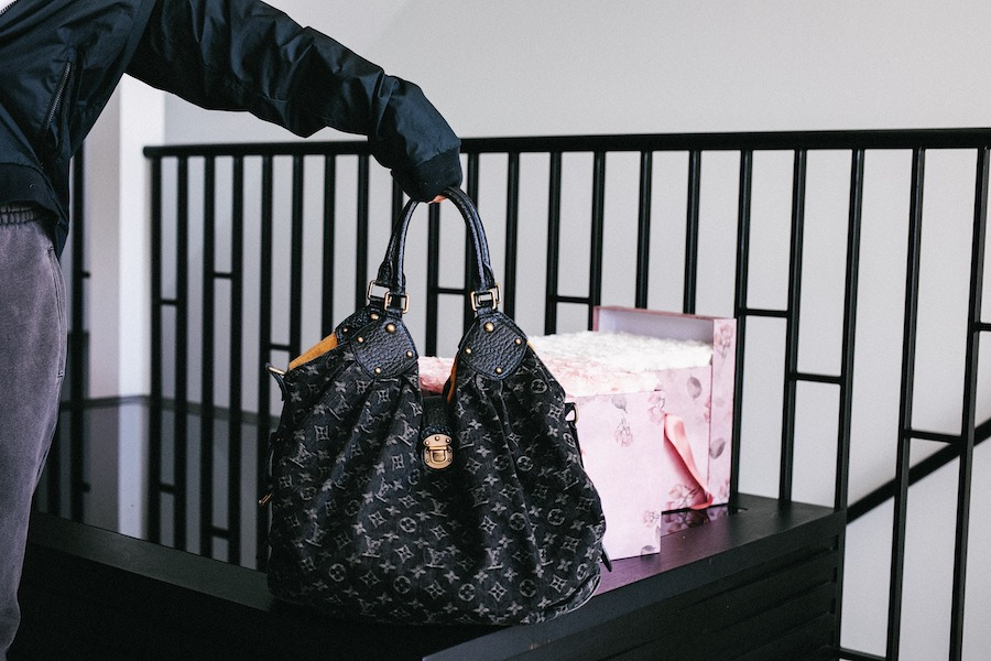 inulin, charger, clips, pink pouch and everything else in my bag   by the skinny confidential